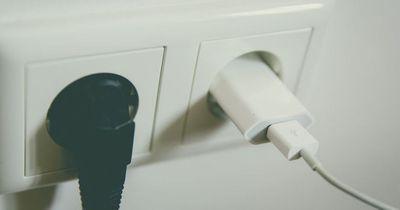 Abziehen oder Ladegerät in der Dose lassen?