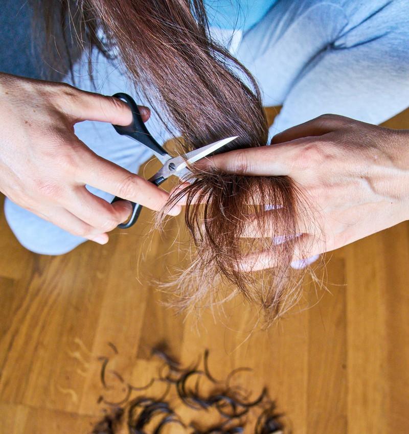 Es ist nicht besonders schön, wenn dein Coiffeur mitbekommt, dass du deine Haare selbst schneidest.