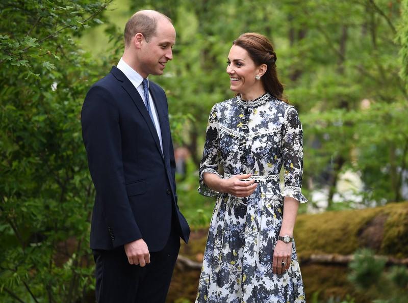 Kate mit seinem Ehemann William, der keinen Ring am Finger trägt, weil er den Schmuck nicht mag