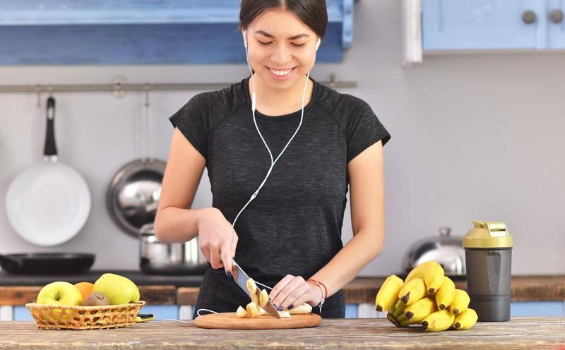 Bananen sind ein natürliches Mittel gegen den Blähbauch.