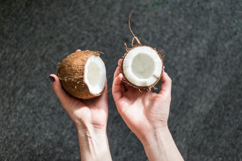Das in der Kokosnuss enthaltene Fleisch wirkt wie ein Appetitzügler.