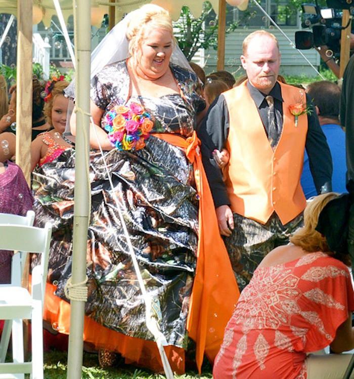 Das Kleid bei der eigenen Hochzeit anzuziehen ist sehr gewagt.