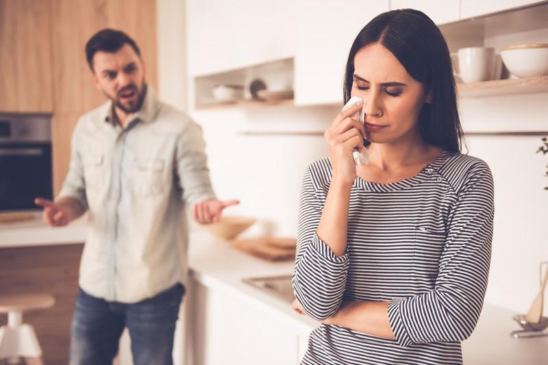 Dein Partner hat dich in einer gesunden Beziehung niemals herumzukommandieren.