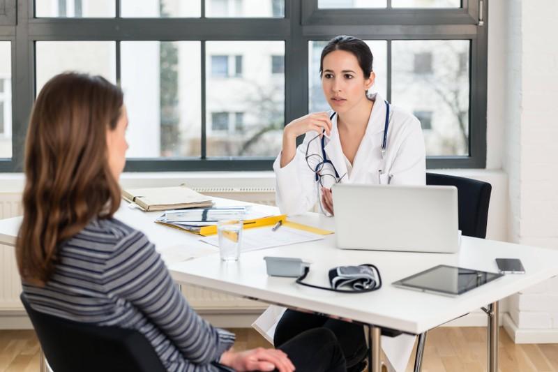 Der Frauenärztin und dem Frauenarzt sollte man alle Fragen stellen.