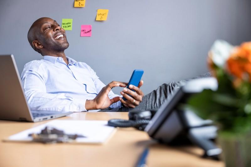 Auch TelefonverkäuferInnen haben es nicht leicht, ihre Beziehung aufrecht zu erhalten.
