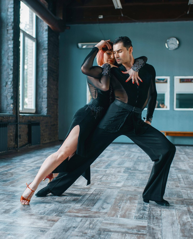 TänzerInnen sind oftmals bekannt für ihren engen Körperkontakt, da hat eine Beziehung meist etwas drunter zu leiden.