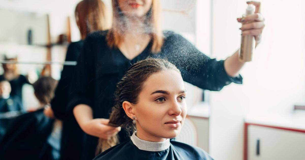 8 Fehler beim Haarstyling, die du definitiv machst