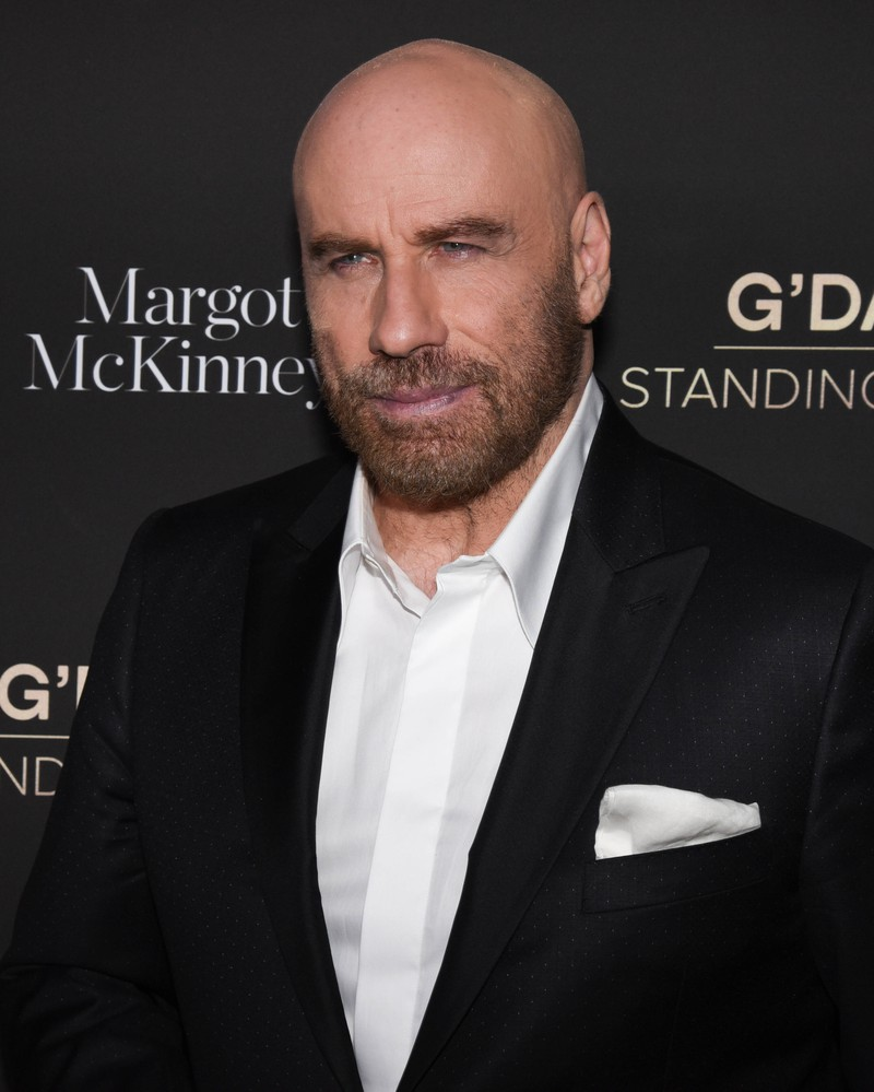 Heute sieht Schauspieler John Travolta etwas älter aus und er hat keine Haare mehr