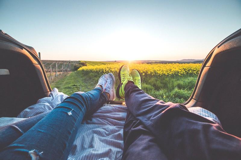 5 Gründe, warum man einen jüngeren Mann daten sollte: