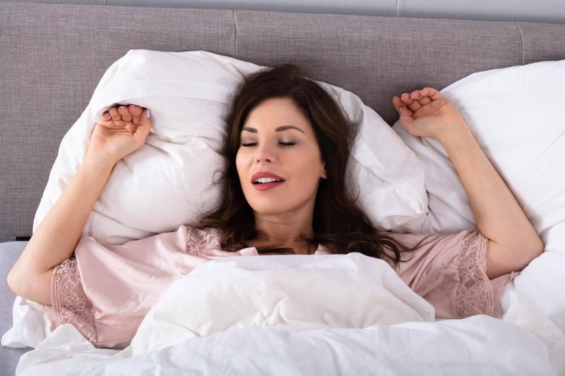 Wer schlecht schläft, hört den Wecker meist nicht.