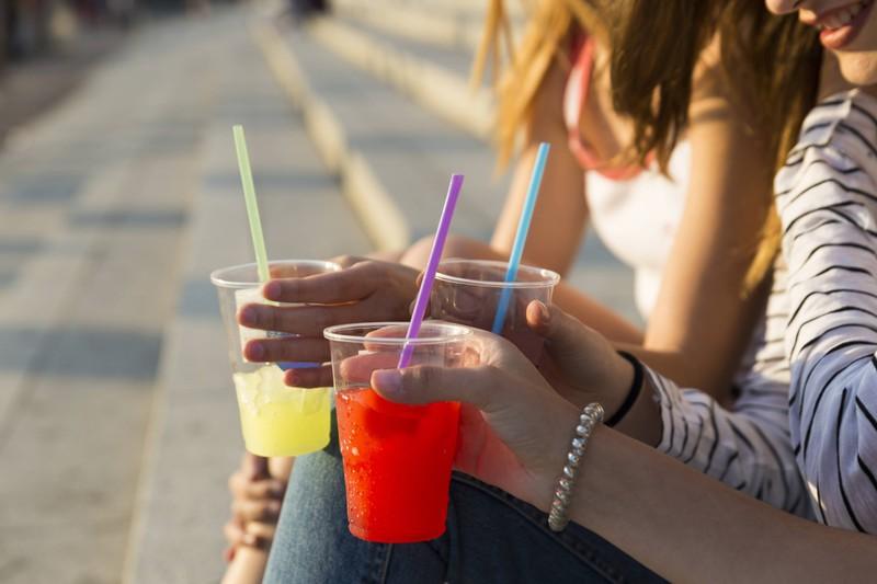 Viele unterschätzen die Kalorien in Softdrinks.