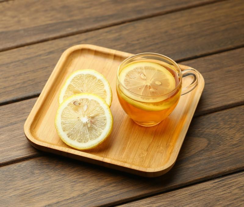Zitrone in allen Formen ist sehr gesund.