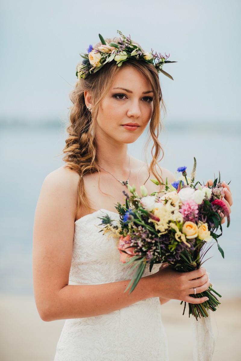 Es ist ein großer Faux-Pas, als Gast bei einer Hochzeit ein weißes Kleid zu tragen.