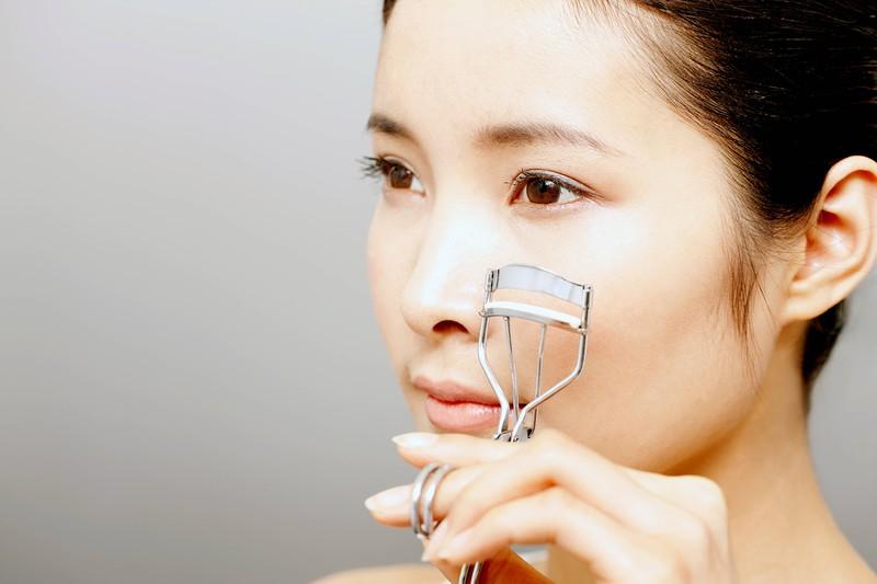 Benutze deine Wimpernzange bitte immer bevor du die Mascara aufträgst!