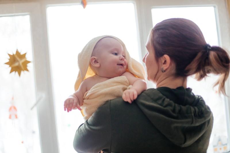 Paare, die zum ersten Mal Eltern geworden sind, können sich immer an ihre Hebamme für Rat wenden.