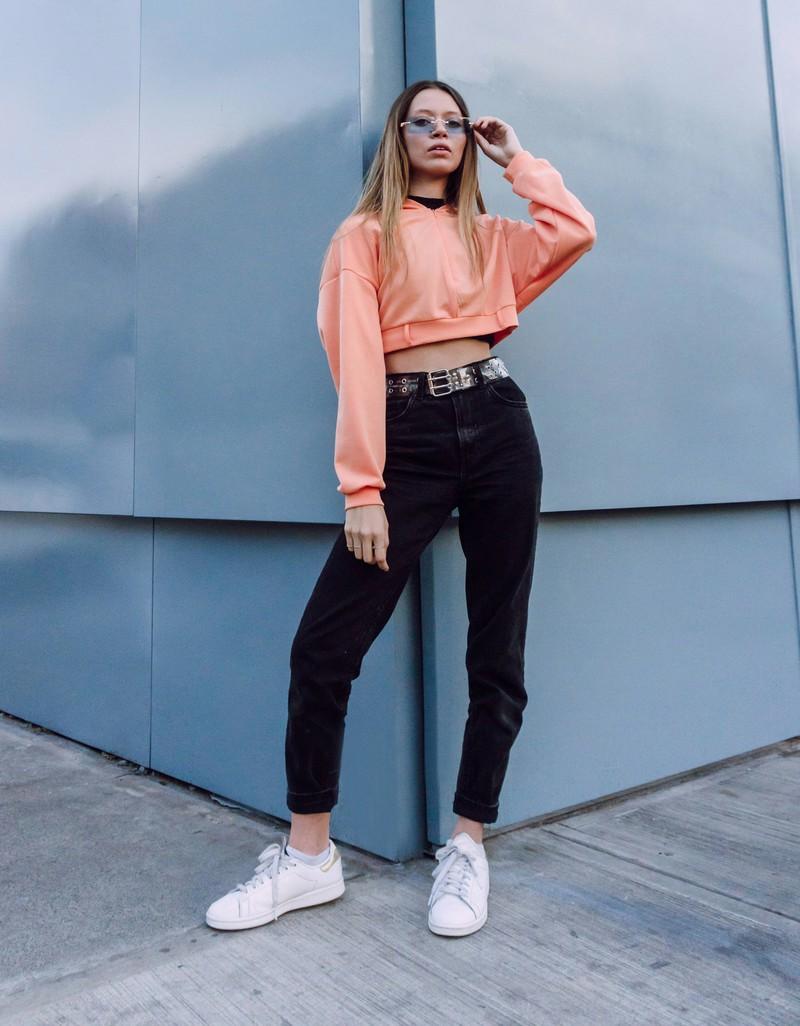 High-Waist Hosen sind für jeden Körpertyp schmeichelhaft.