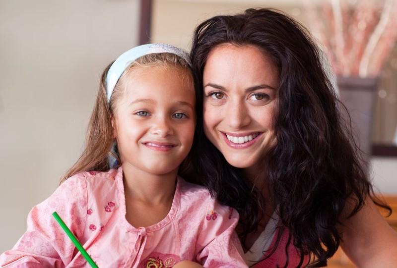 Als Mutter solltest du nicht dauernd versuchen die beste Freundin deiner Tochter zu spielen. Dass kann böse enden