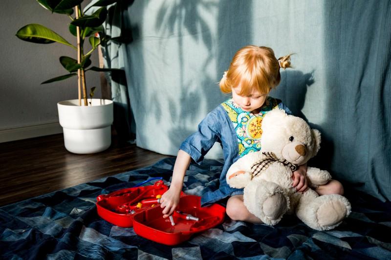 Du solltest besser nicht das Spielzeug deines Kindes wegwerfen