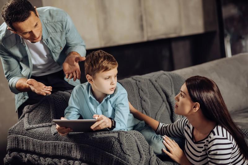 Wenn du mit deinem Partner nicht mehr zurecht kommst, solltest du dein Kind da nicht mit rein ziehen