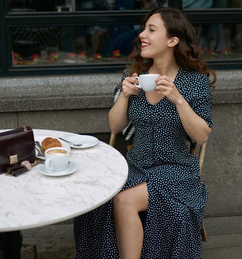 Bei entkoffeiniertem Kaffee setzt nicht der gleiche Effekt wie bei koffeiniertem Kaffee ein, der den Stoffwechsel ankurbelt.