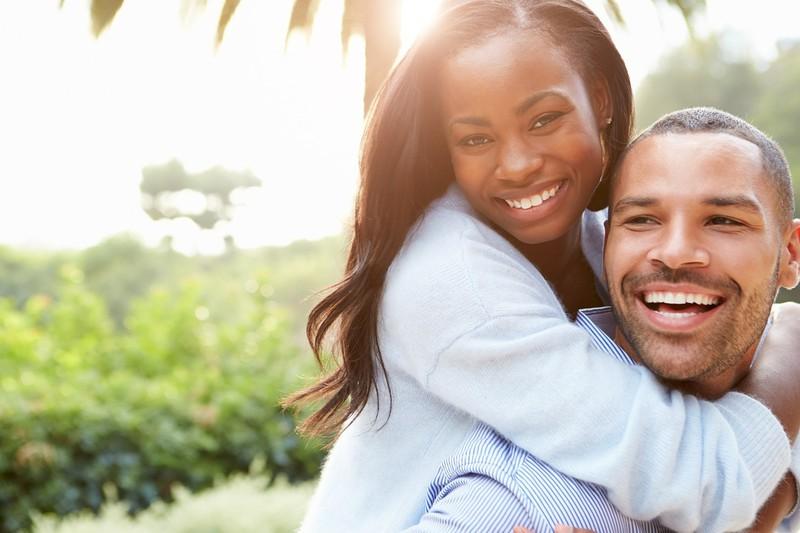 In der vierten Liebes-Phase kennt sich das Paar bereits gut und die Liebe wird gestärkt.