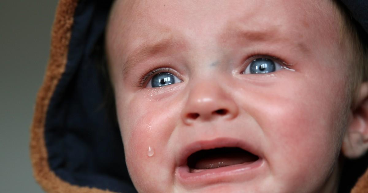 Eltern quälen ihr 5 Monate altes Baby
