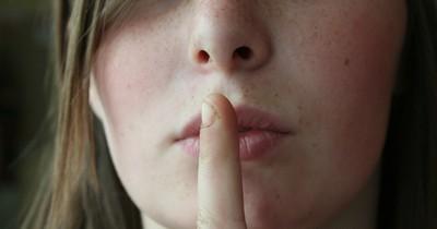 3 Lügen, die Männer uns verzeihen sollten