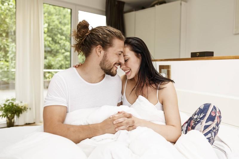 Es ist ein Liebesbeweis, wenn ein Mann sich um dich kümmert, nachdem du von einem Albtraum aufgewacht bist.