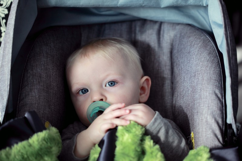 Tragödie: Baby erstickt durch falschen Kindersitz