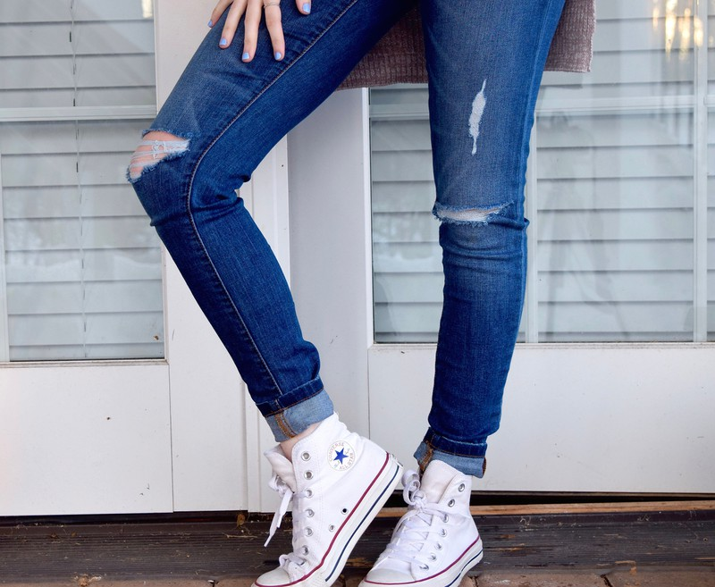 Die Skinny Jeans ist bei Frauen sehr beliebt.