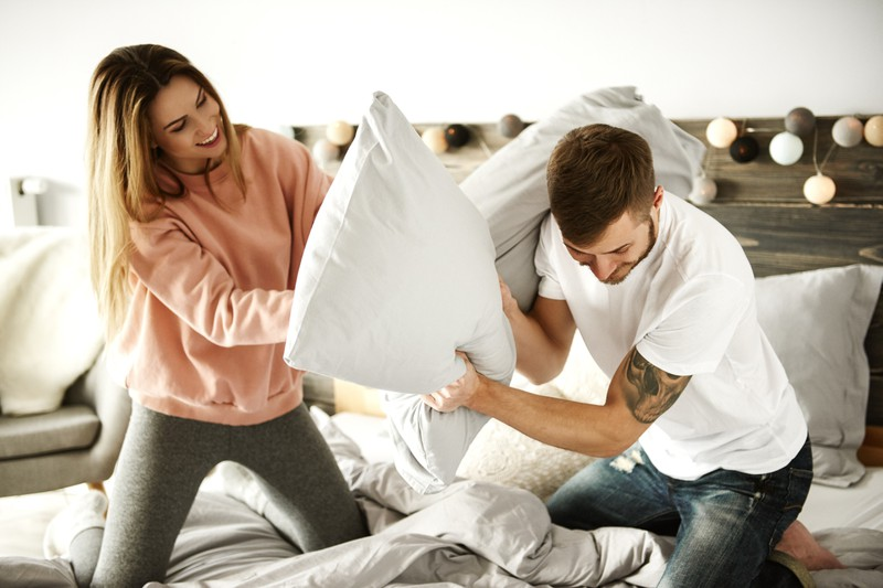 Der Spaß darf für Männer in einer Beziehung nicht verloren gehen.