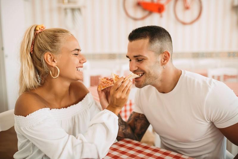 Die emotionale Nähe sollte in einer Beziehung immer im Fokus stehen.