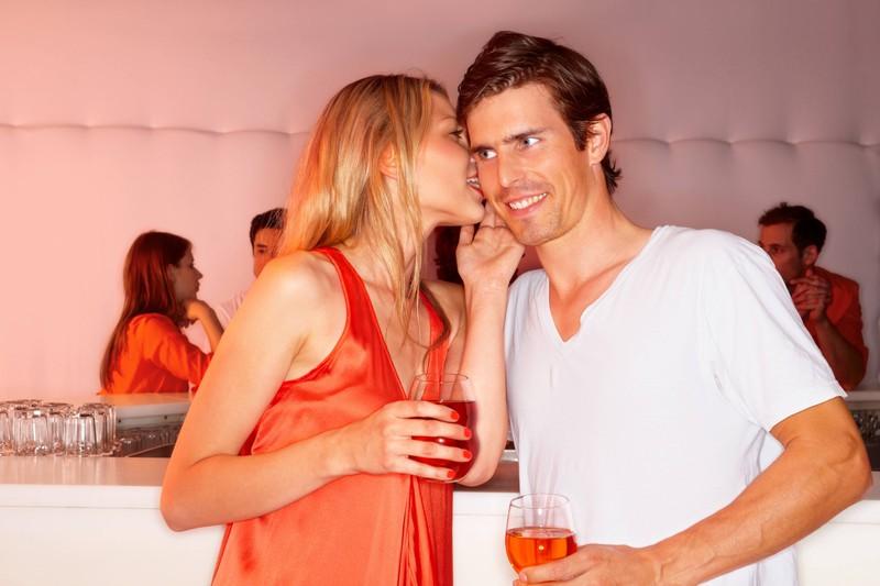 In einer guten Beziehung sollte man seinem Mann vertrauen können, wenn er alleine feiern geht