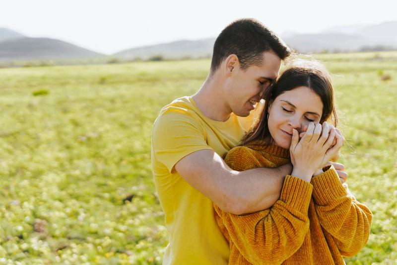 Wenn du etwas ohne ihn unternehmen kannst, ohne dich zu beschweren, wird er nicht nur dankbar sein, sondern dich noch mehr dafür lieben!