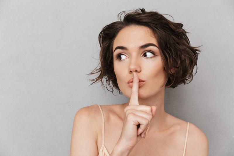 Über den weiblichen Intimbereich haben sich viele falsche Fakten gehalten, die aufgeklärt werden sollten.