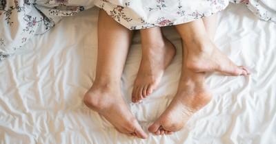 Was eure Schlafposition über eure Beziehung verrät