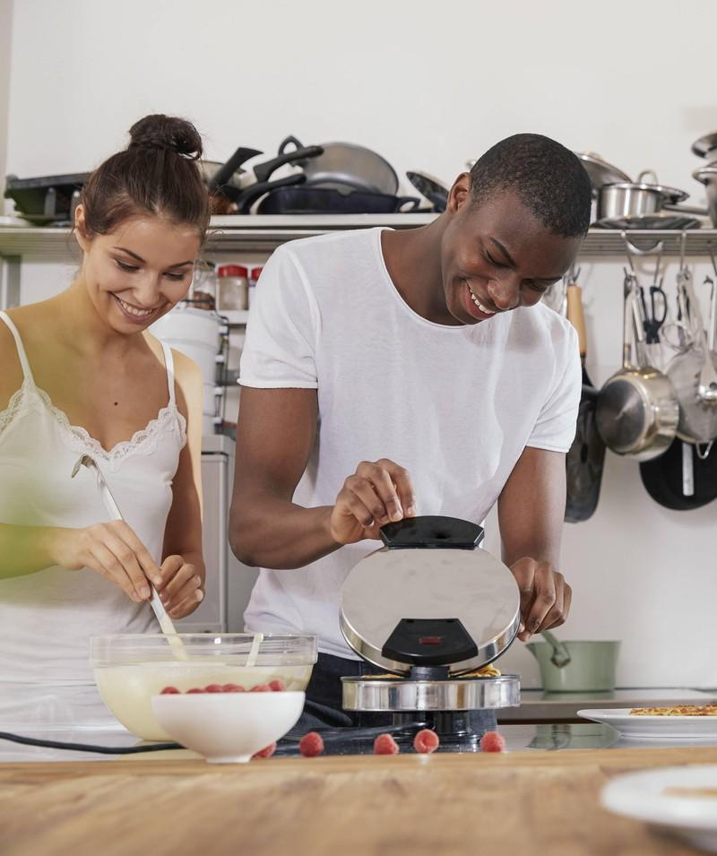 Damit man sich in einer romantischen Beziehung nicht andauernd verpasst, sollte man ähnliche Prioritäten haben.