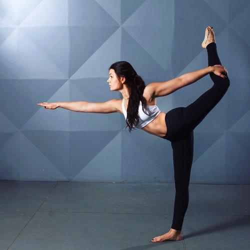 Flacher Bauch: 7 Übungen im Sitzen