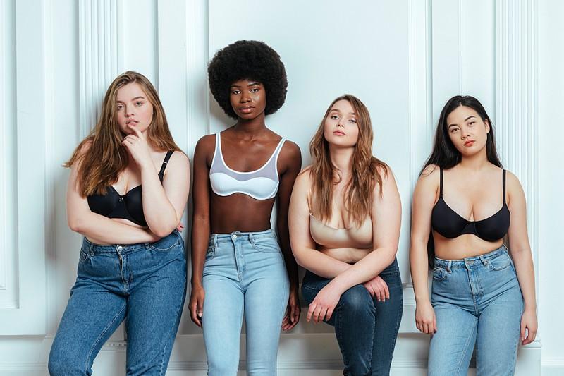 Die richtige Jeans zu finden nimmt oft viel Zeit in Anspruch bei Frauen.