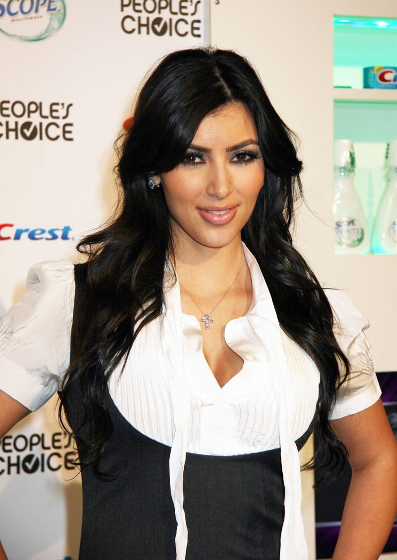 Kim Kardashian sah vor ihren vielen Schönheitseingriffen ziemlich anders aus.