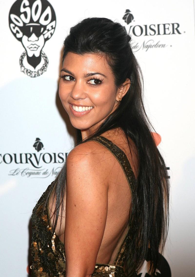 Kourtney Kardashian hat sich äußerlich in den letzten Jahren optisch entwickelt.