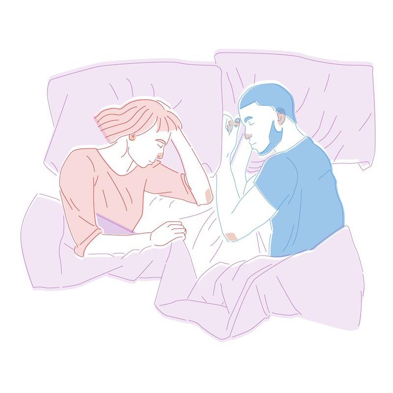 In dieser Schlafposition könntet ihr euch schon länger kennen. Die Beziehung ist Gewohnheit geworden aber bedeutet auch Vertrauen