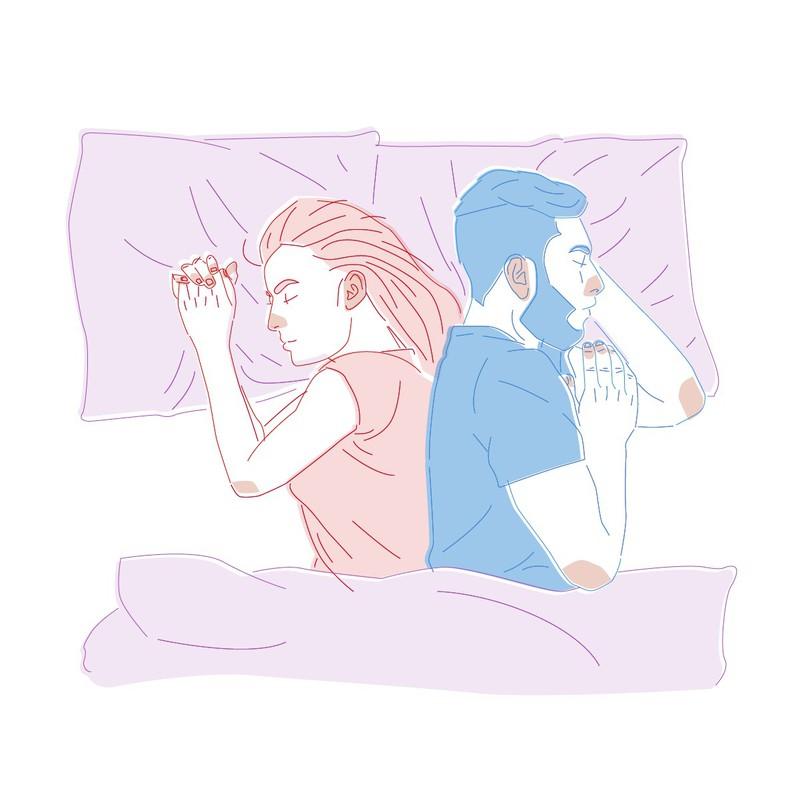 Wenn ihr Rücken an Rücken schlaft, dann kann dies auf eine harmonische Beziehung deuten