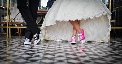 Auf ihrer Hochzeit verliebte sie sich in ihre Brautjungfer