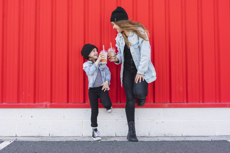 Neue Studie: Frauen, die eine jüngere Schwester haben, neigen zu Übergewicht