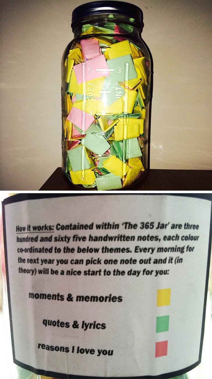 Dieses Bild zeigt ein Glas mit Erinnerungen, ein Geschenk eines Mannes an seine Freundin.