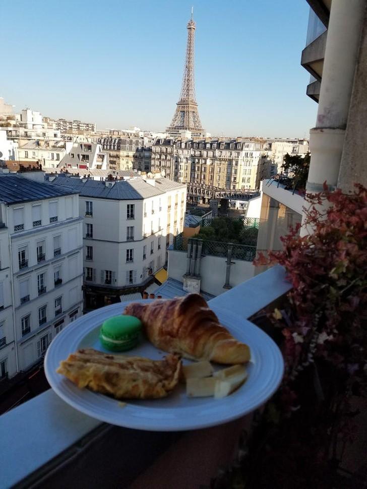 Dieses Bild zeigt eine Paris-Reise, ein Geschenk eines Mannes an seine Freundin.