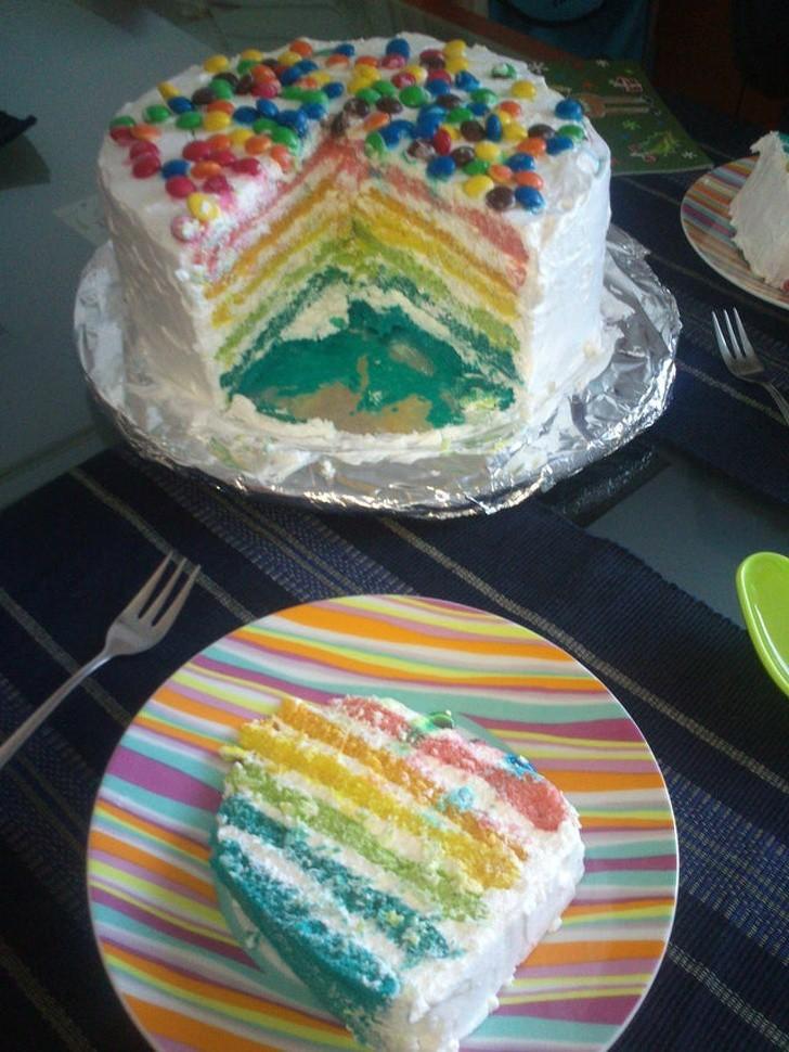 Dieses Bild zeigt eine Torte, ein Geschenk eines Mannes an seine Freundin.