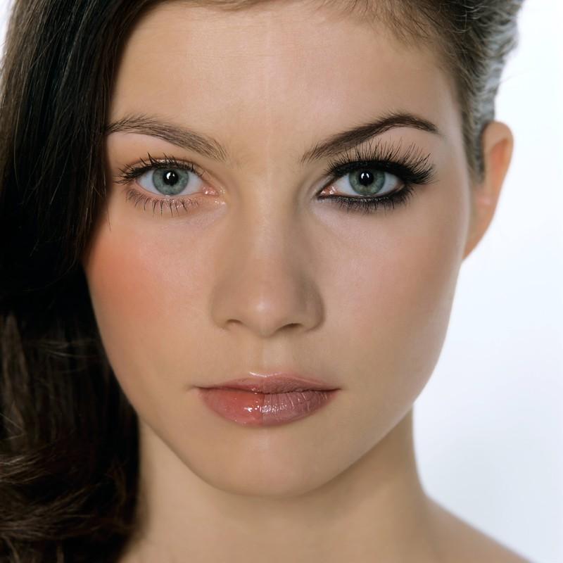 Die Augenbrauen brauchen natürlich auch Make-up im Sommer