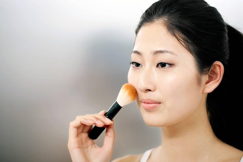 Dieses Bild zeigt ein leichtes Sommer-Make-up.